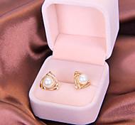 Mode mignonne élégante femelle creux triangle boucles d oreilles perle E819