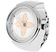Women's Flower Pattern Silver Alloy Quartz Analog Ring Watch