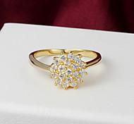 De haute qualité brillant plaqué or Rhinestone clair forme de fleur de l'anneau des femmes