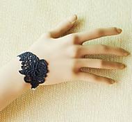 main dentelle rose noire rétro style classique bracelet bague lolita