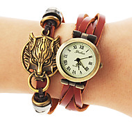 Women's Vintage Round Dial Wolf Pattern Pu Band Quartz Analog Bracelet Watch (Assorted Colors)