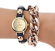 Women's Round Dial Rivet Gold Chain PU Band Quartz Bracelet Watch (Assorted Colors)