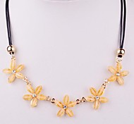 2015 Fashion Yellow Flowers With A Short Paragraph Necklace