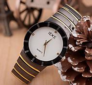reloj caso dial redondo reloj de cuero de la marca de moda de cuarzo de la pareja (color al azar)