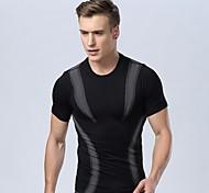 corpo stretto che modella una leggera pressione respirabile comodo di sport asciutta rapida maniche corte uomo