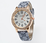 2016 New Arrival Ladies Wristwatches of Quartz Lava Special Pattern of Pu Band Rhinestone Watch Case