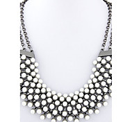 Women European Style Metal Fashion Trend Chic Pearl Statement Necklace
