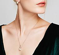Жен. Набор украшений Серьги-гвоздики Ожерелья с подвесками Жемчуг Имитация Алмазный Базовый дизайн Мода европейский Elegant бижутерия