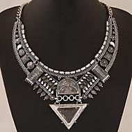 Damskie Kołnierz Oświadczenie Naszyjniki Geometric Shape Triangle Shape Kamień szlachetny Stop Oświadczenie Biżuteria EuropejskiGold