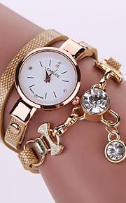 Ladies' Bracelet Watch PU Belt Female Models Diamond Pendant Watch Dial Gauge Coiled Three Times (Assorted Colors)