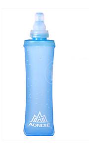 beweging van zacht plastic ketel zacht water zak vouwen veldlopen waterzak