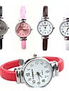 Montre Tendance Quartz Polyurethane Bande Noir Blanc Rouge Marron Rose Blanc Noir Marron Rouge Rose